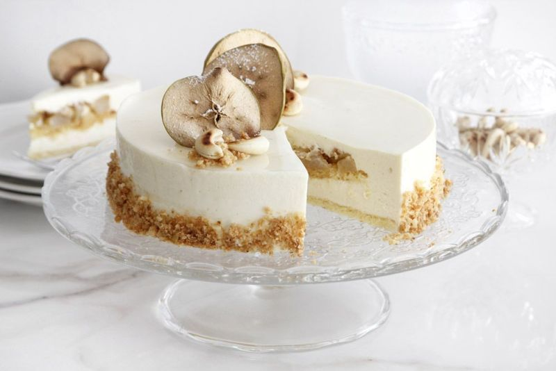 Vanilla Mousse Cake with Apples and Cashew