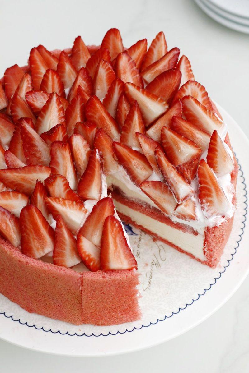 Strawberry, Vanilla and Meringue Cake