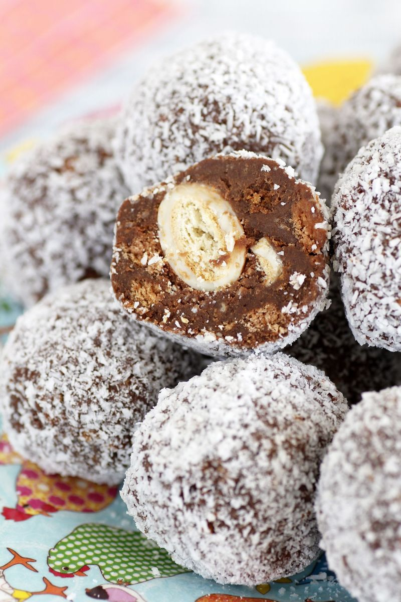 Nostalgic Chocolate Snowballs with Candy Surprise