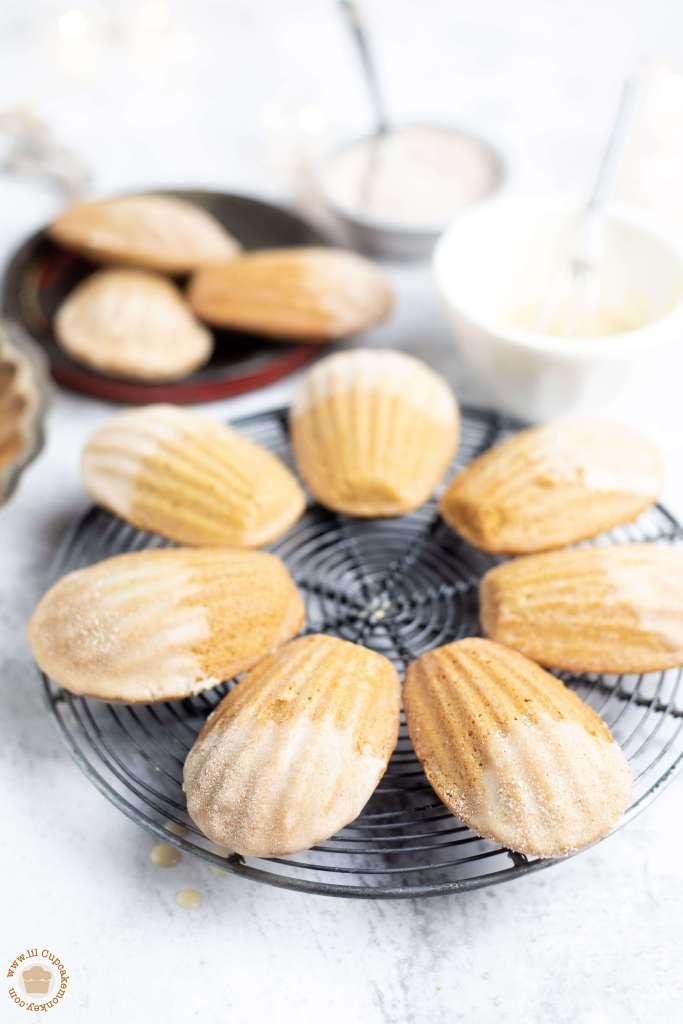 Gingerbread Madeleines withMaple Glaze | lilcupcakemonkey.com