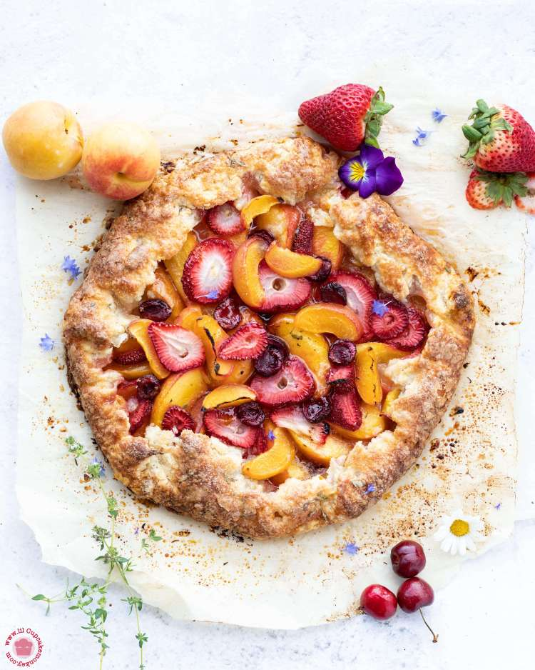 Summer Galette with thyme crust sliced | lilcupcakemonkey.com