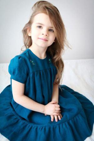 elegancka-wizytowa-sukienka-dla-dziewczynki-granatowa-haftowana-dla-malych-dam-na-wesele-komunie-urodziny-prezent-sky-lilen