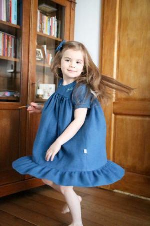 haftowana-stylowa-morska-sukienka-sky-dla-dziecka-szyta-w-polsce-znaturalnych-tkanin-lilenstore