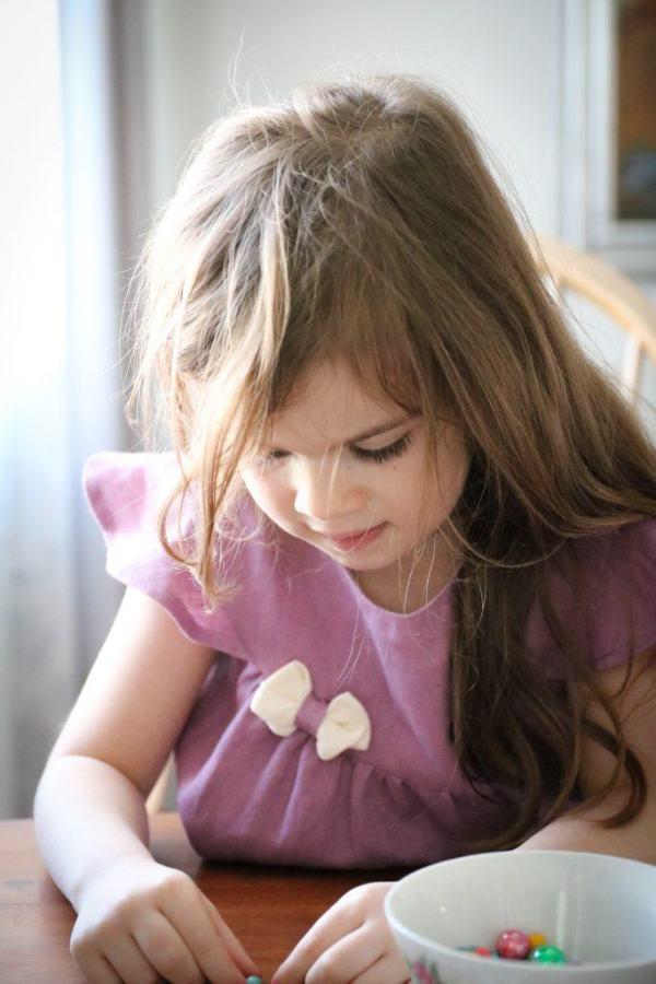 liliowa-elegancka-sukienka-dla-dziecka-marie-z-naturalnych-materialow-dla-alergikow-antyalergiczna-naturalna-made-in-poland-lilen