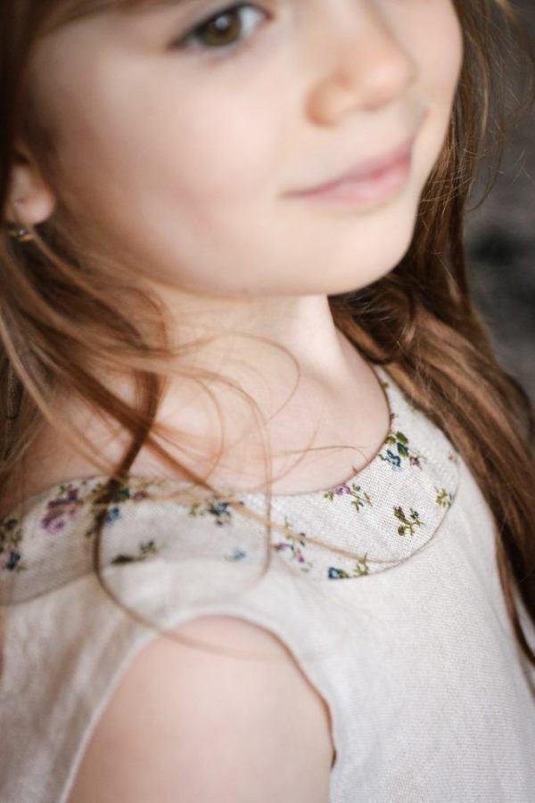 lniana-sukienka-dla-dziewczynki-w-kwiatuszki-kwiaty-bez-rekawkow-na-lato-handmade-lilen