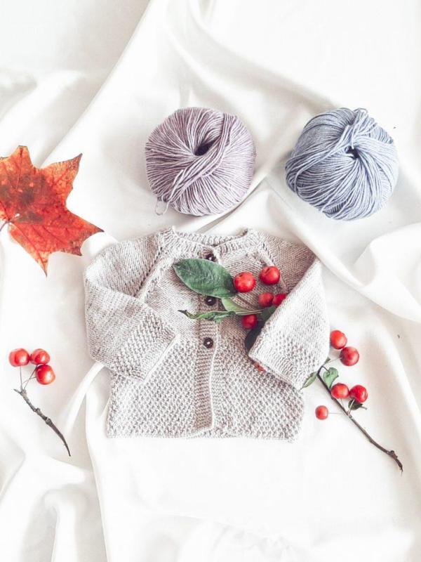 oryginalny-rozpinany-bezowy-sweterek-dla-niemowlaka-prezent-na-baby-shower-babyshower-urodziny-z-okazji-narodzin-recznie-wykonany-lilen
