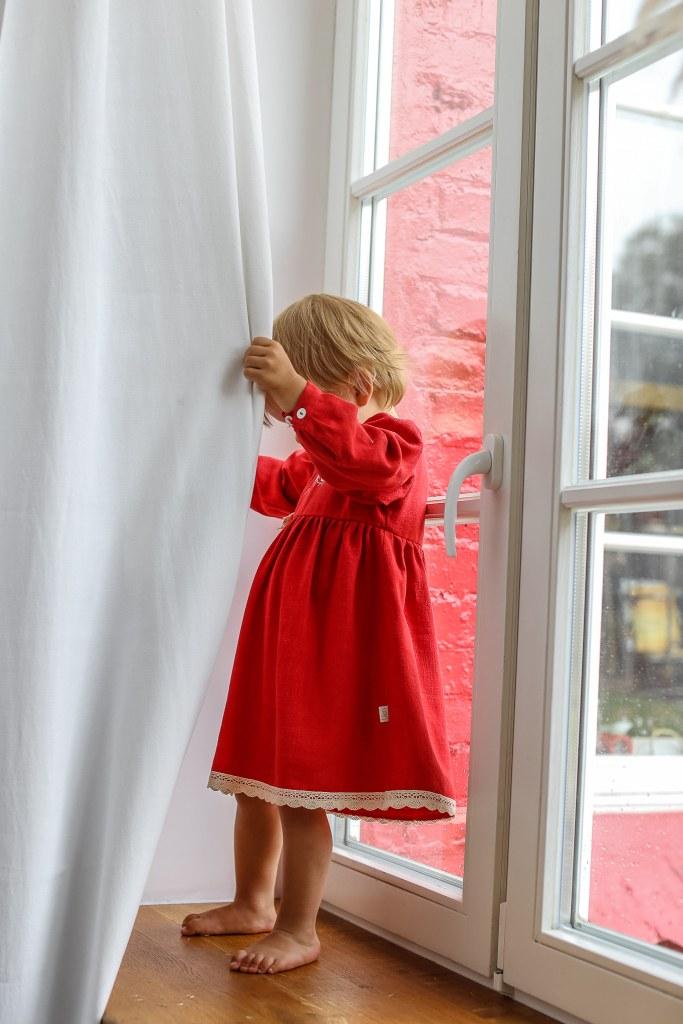czerwona-swiateczna-sukienka-dla-dziewczynki-z-dlugim-rekawem-bawelniana-koronka-na-prezent-na-roczek-lilen