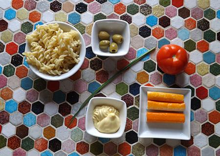 ingrédient Salade de pâte surimi tomate