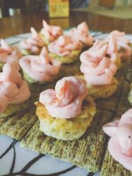Triscuits with Scrambled Eggs and Lox