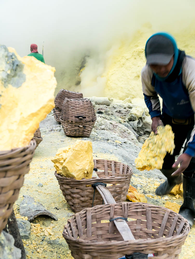 In the footsteps of the sulphur miners - Visiting the sulphur mine of Kawah Ijen, Java, Indonesia