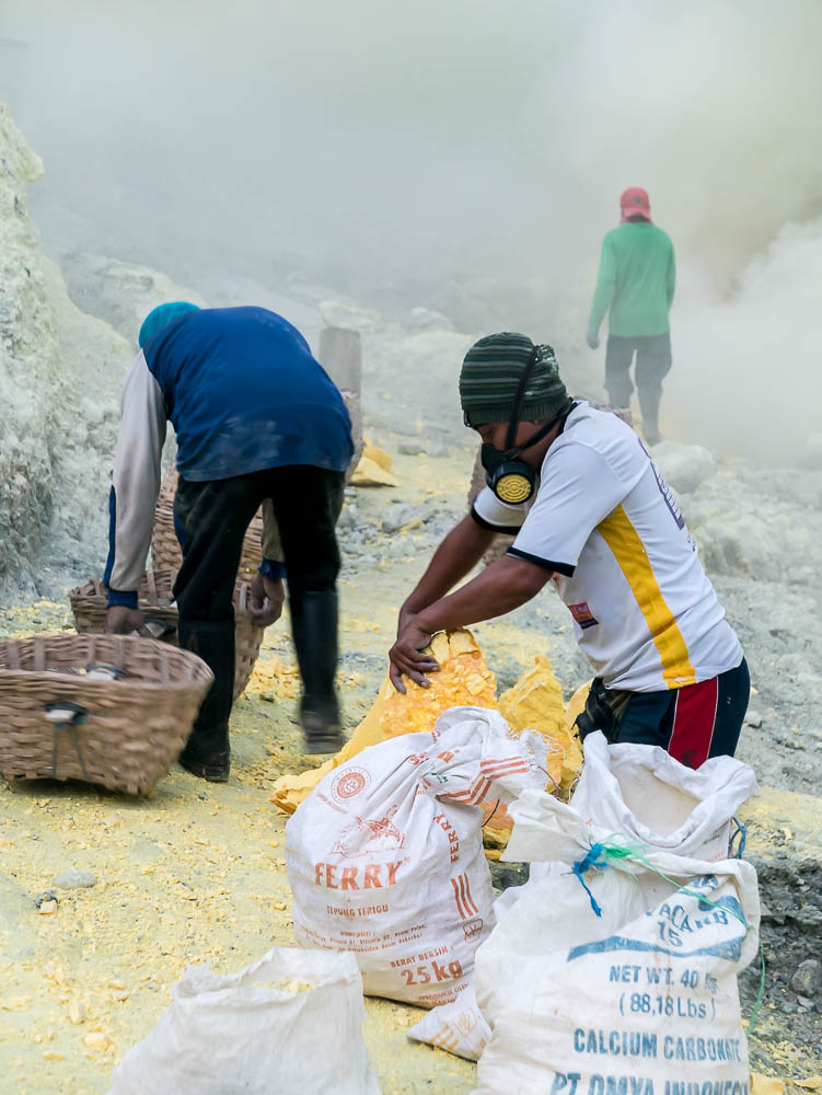 IN PICTURES: KAWAH IJEN, INDONESIA - Taking the local tour to the sulphur mine