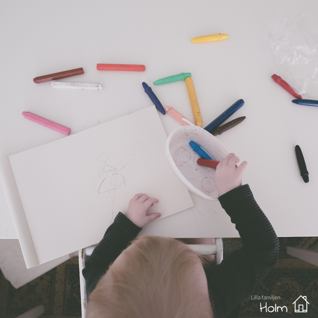 Fotograf Anneli Holm | Fotoutmaning | Familj | Lilla familjen holm | Måla