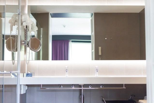 lone-hotel_05