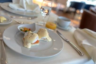 Eggs Benedict im Hotel Alhambra