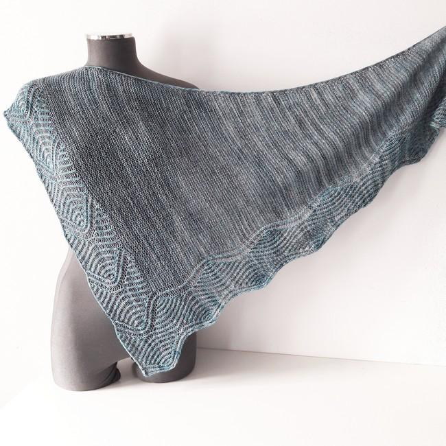 modele de tricot de chale Lil Brioche de Lilofil