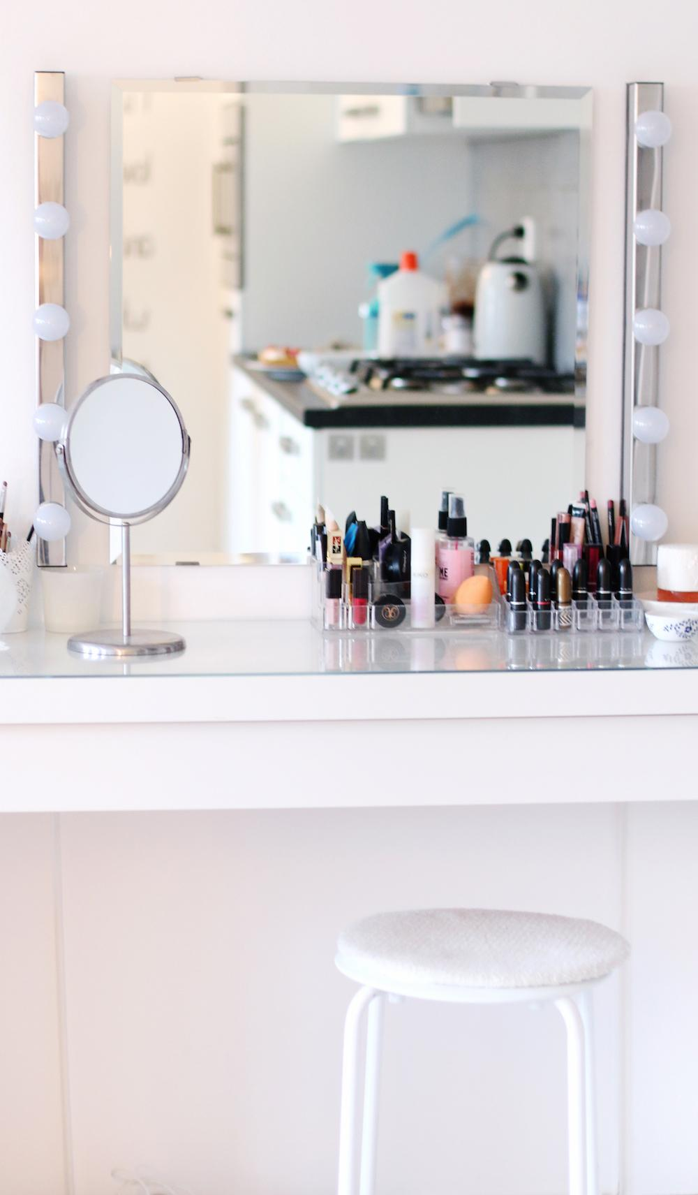 HOW TO The Perfect Make Up Vanity Lily Like