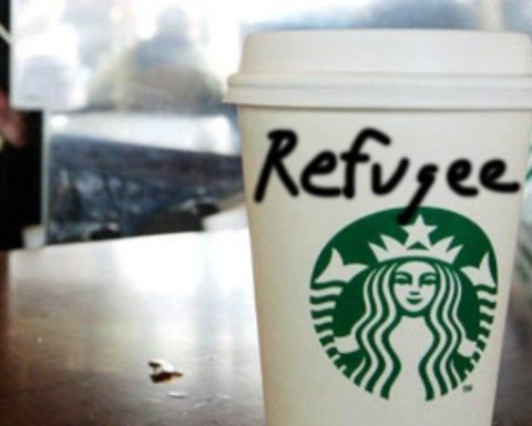 Image Starbucks refugee cup Lima Charlie News