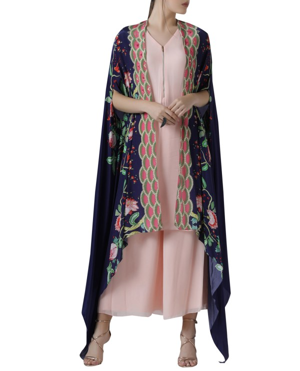 embroidered-kurta-cape-set