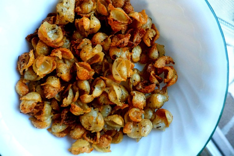 allergy friendly pasta chips in a bowl
