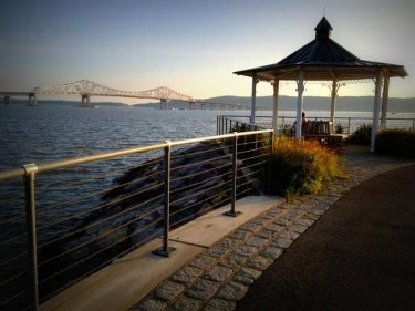 Image of Tarrytown shoreside