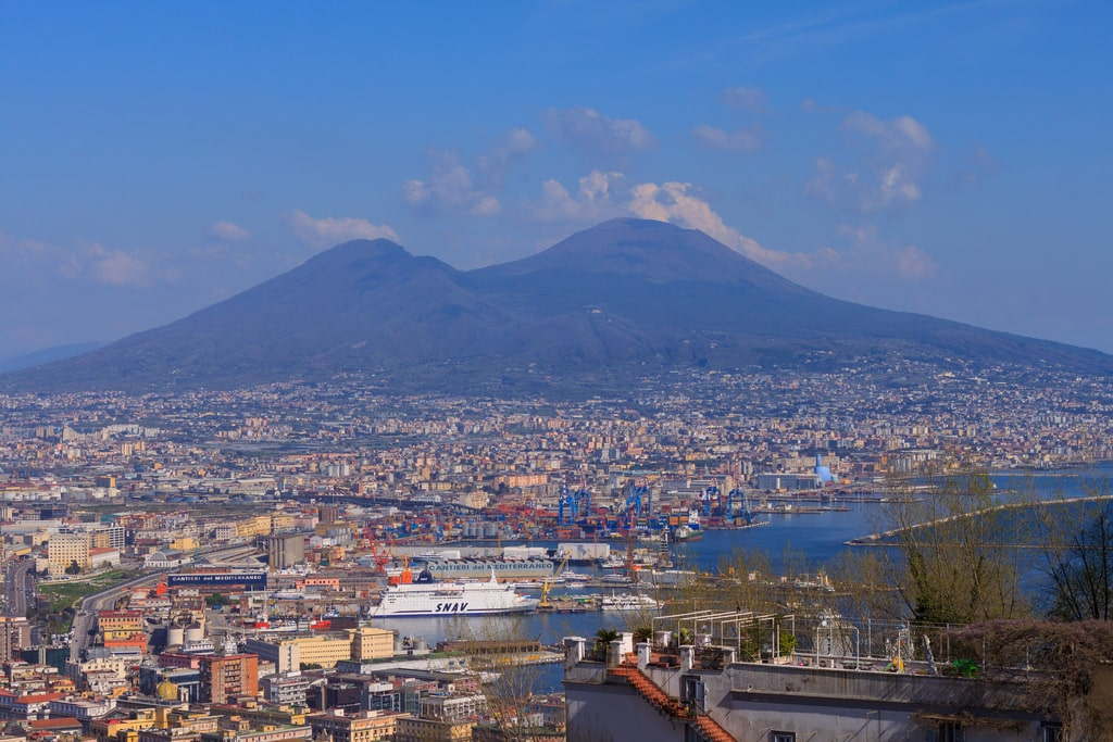 hospitals in Napoli