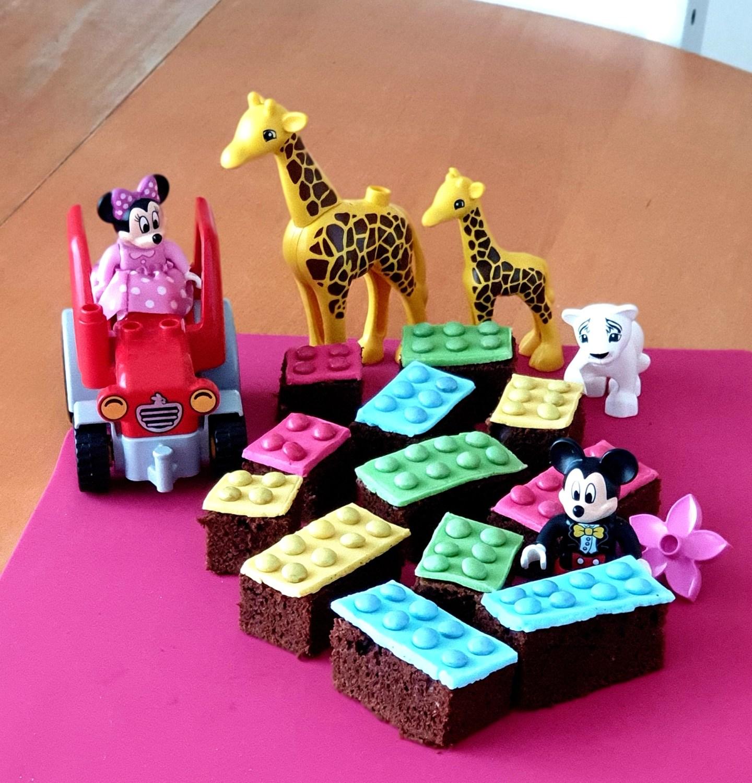Goûter anniversaire enfants LEGO Cakes - idée de présentation