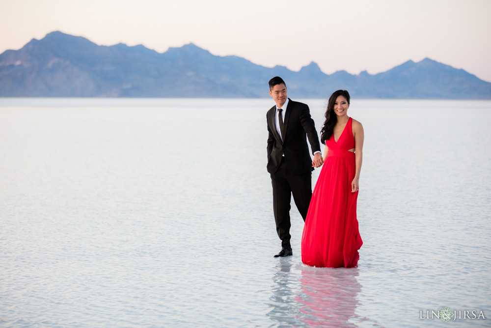 Bonneville Salt Flats Engagement Photography Vy Amp Chris