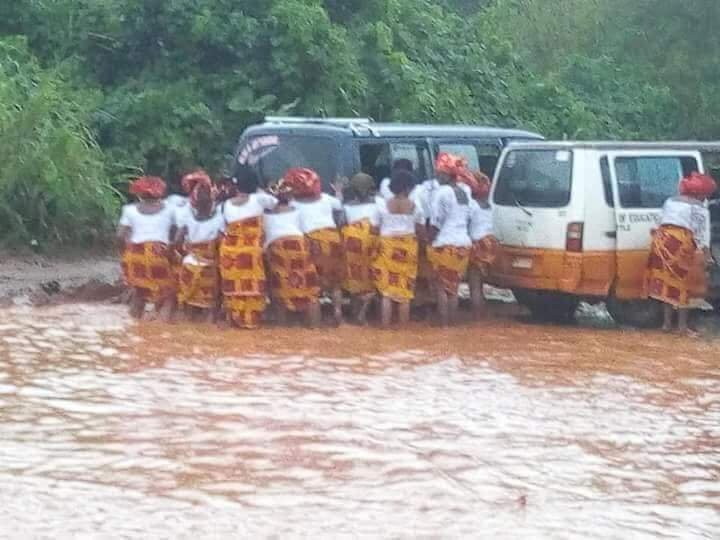 Imo state women on their way to Rochas/Buhari rally get stuck in flood