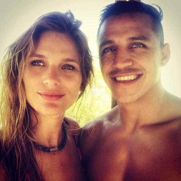 Man.Utd star Alexis Sanchez reveals he has split with stunning girlfriend Mayte Rodriguez in emotional Instagram post