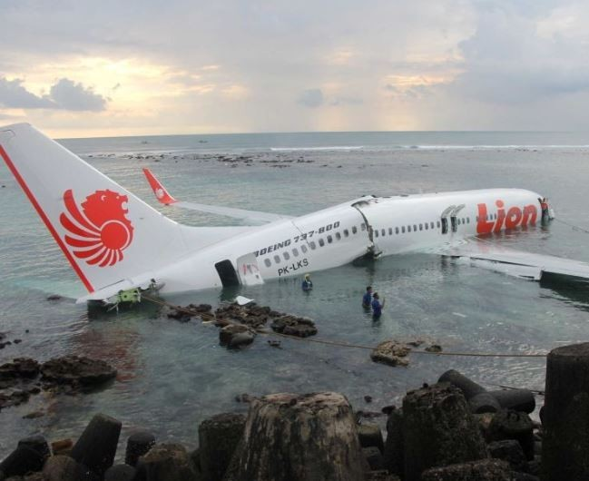 Indonesia dismisses technical director and technicians of Lion Airover the crash of one of its jets with 189 people on board