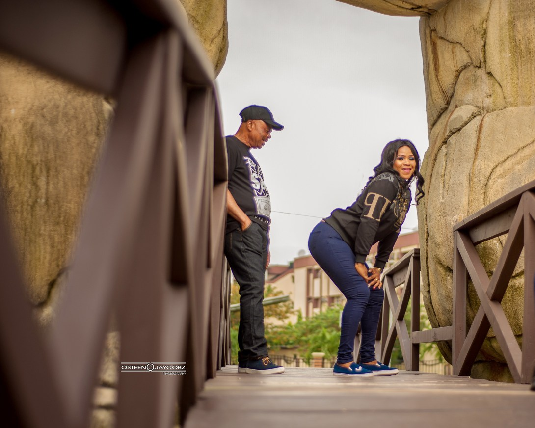 Nigerian man can't stop staring at his partner's backside in their pre-wedding photos