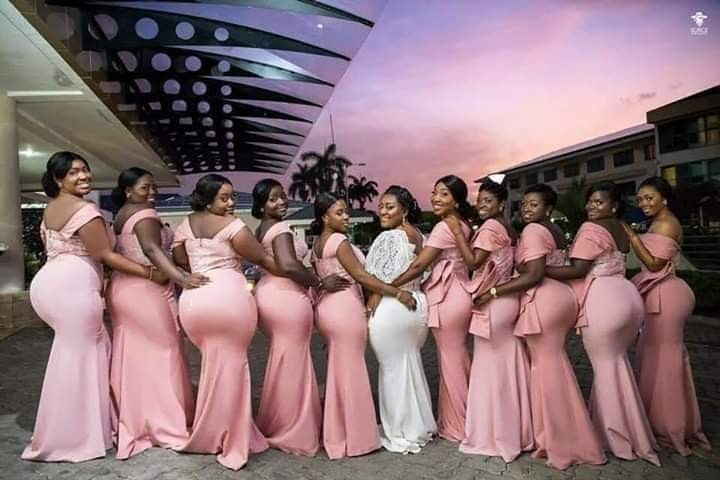 Check out this curvacious photo of a bride and her bridesmaids flaunting their massive backsides.