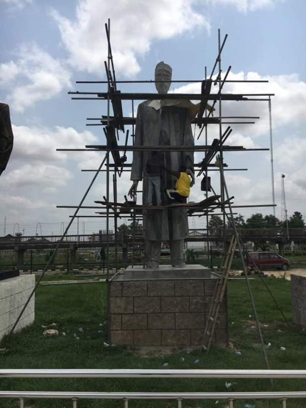 caption of a new statue of Buhari reportedly set to be to unveiled by Governor Okorocha