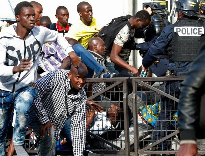 French police arrests 21 people following protest by hundreds of African migrants