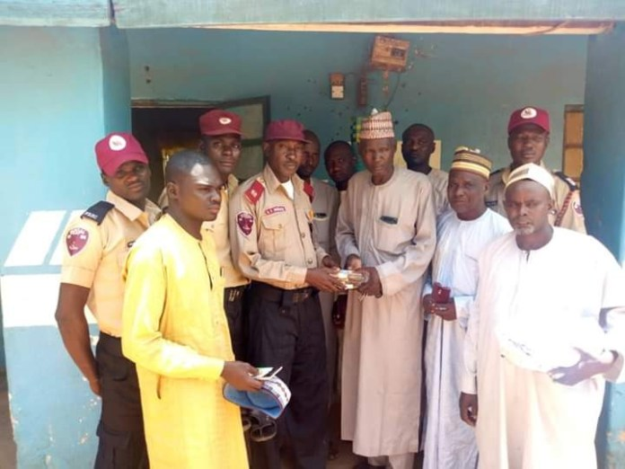 Photo: FRSC returns N443,180 to relatives of accident victims in Kebbi