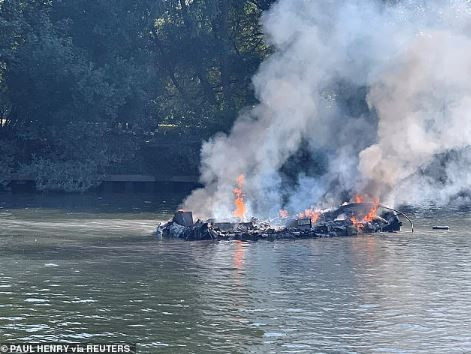 Photos:Passengers jump for their lives as boat catches fire and explodes on the river Thames in London