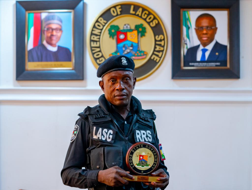 Governor Babajide Sanwo-Olu meets and commends Lagos policeman who was assaulted by traffic offender 2