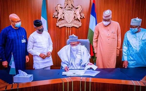 Buhari signs N982.7bn supplementary budget