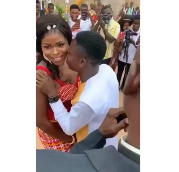 Video of 'shy bride' refusing to kiss her husband on their traditional wedding day