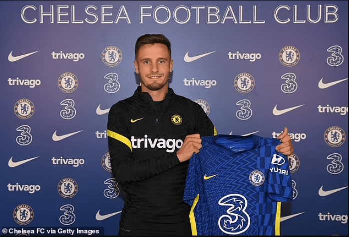 Chelsea's new loan signingSaul Niguezunveiled at Cobham (photos)