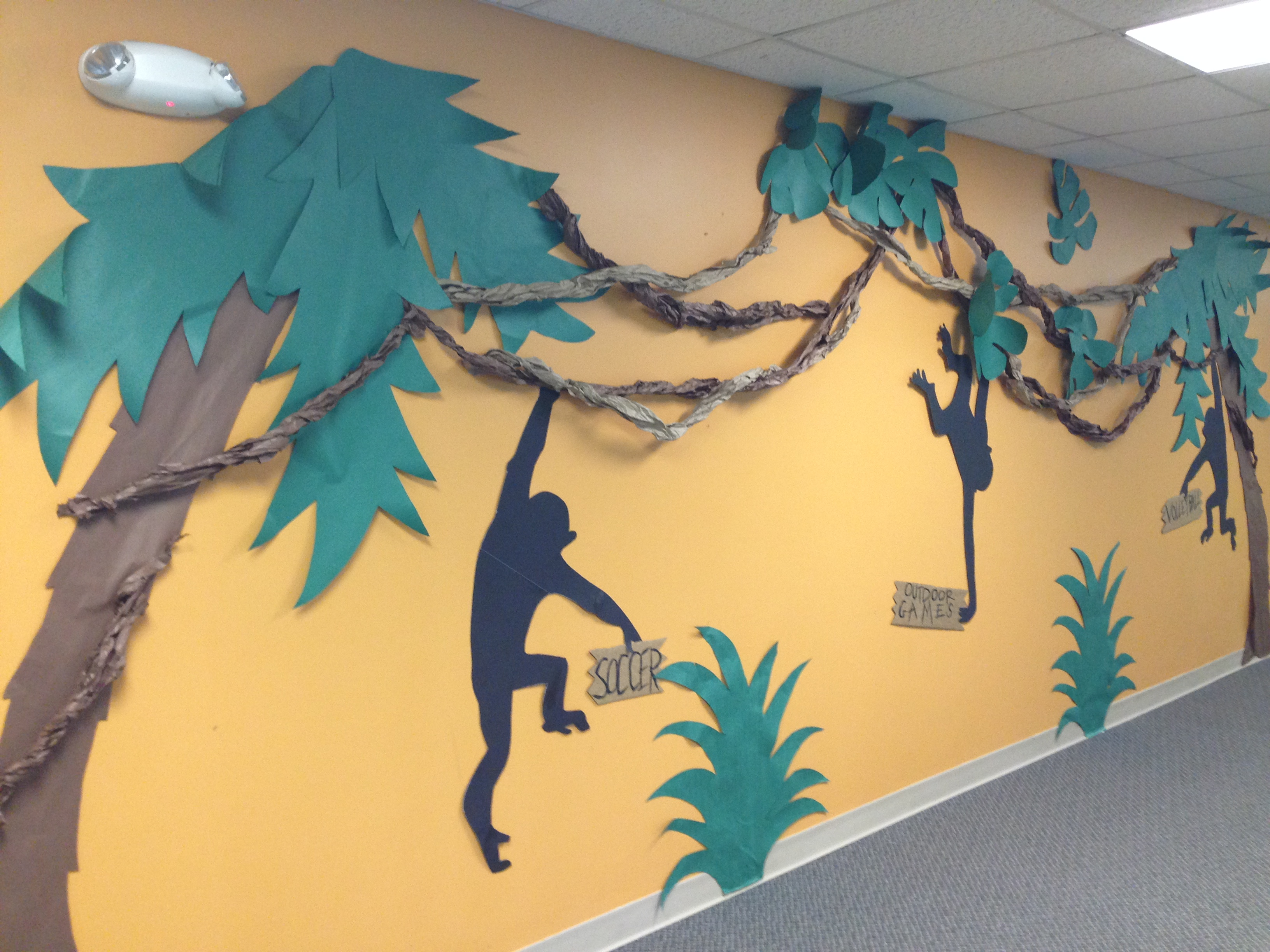 Journey off the map vbs monkeying around with decorations for Decoration jungle