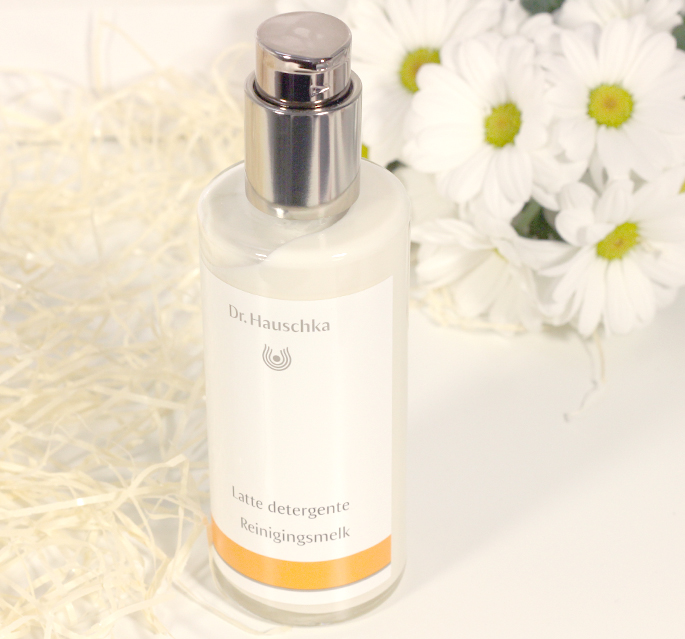 Dr Hauschka gezicht verzorging review beauty blog lifestyle by linda Gezichtslotion Reinigingsmelk gezicht reinigen verzorgingsroutine ritueel spray