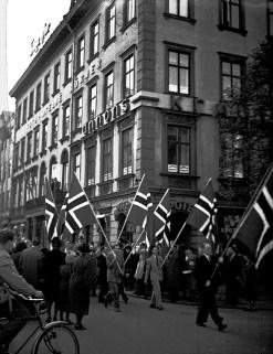1945, 7 maj, glädjemarsch i Göteborg efter Norges befrielse