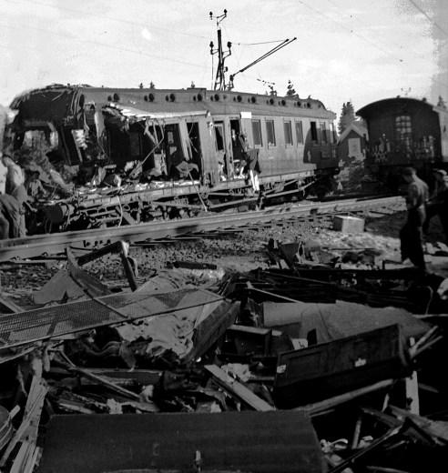 1945, juni, förödelsen efter tågolyckan i Gårdsjö