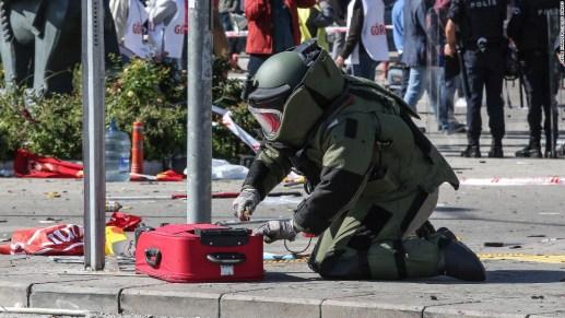 Turkisk bombexpert i arbete
