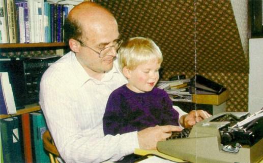 forfattaren-vid-skrivmaskinen