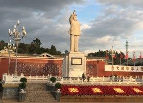 Pampigt Mao-nument i Lijiang