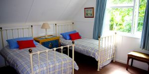 Curlew Cottage - Bedroom 3 - Single Beds - Self Catering Cornwall