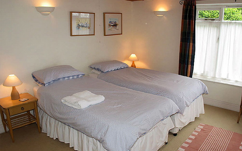 Gillan Cove - Self Catering Cottages Cornwall