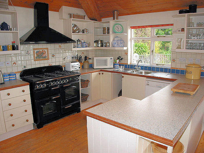 Cornwall Cottage Kitchen - self catering cornwall